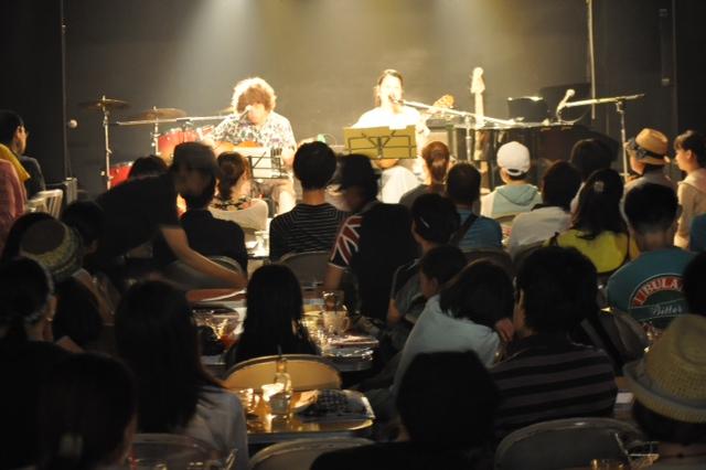 http://www.kickbackcafe.jp/support2/report/%E5%A4%A7%E8%88%B9%E6%B8%A1%E3%83%A9%E3%82%A4%E3%83%96.JPG